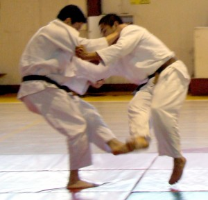 Judo_foot_sweep_-_cropped
